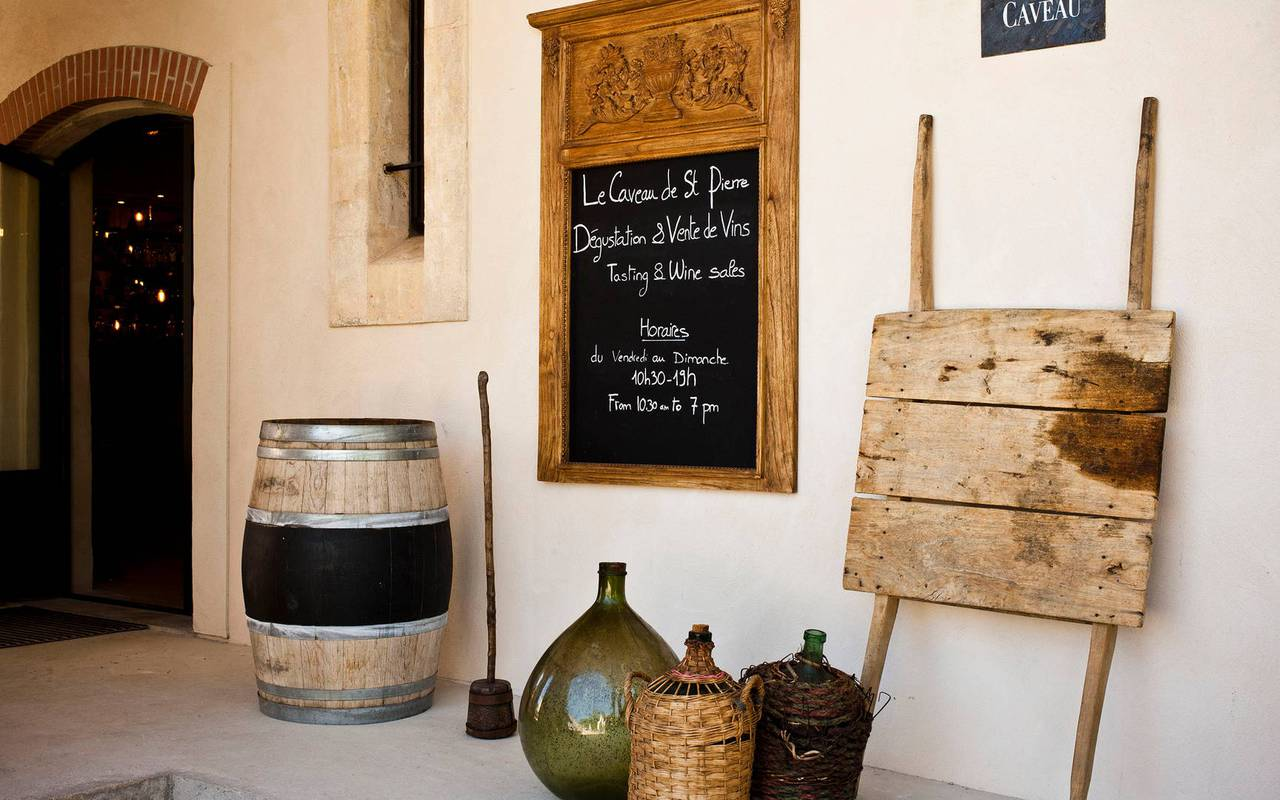Entrance of the wine cellar of the domain Château St Pierre de Serjac, wine tours in Languedoc.