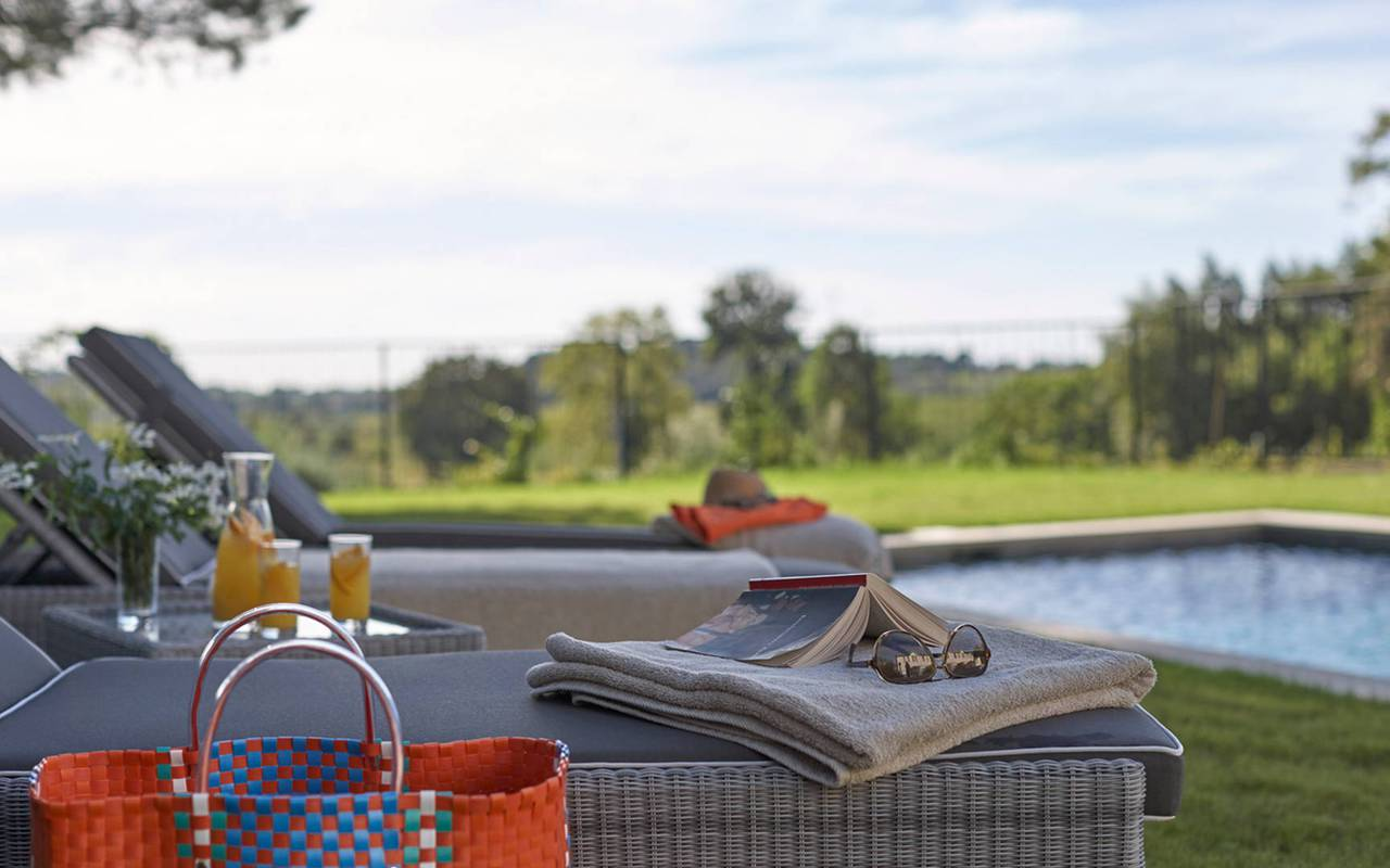 Sunbeds by the pool in our Landegoc holiday rentals, the Château St Pierre de Serjac.
