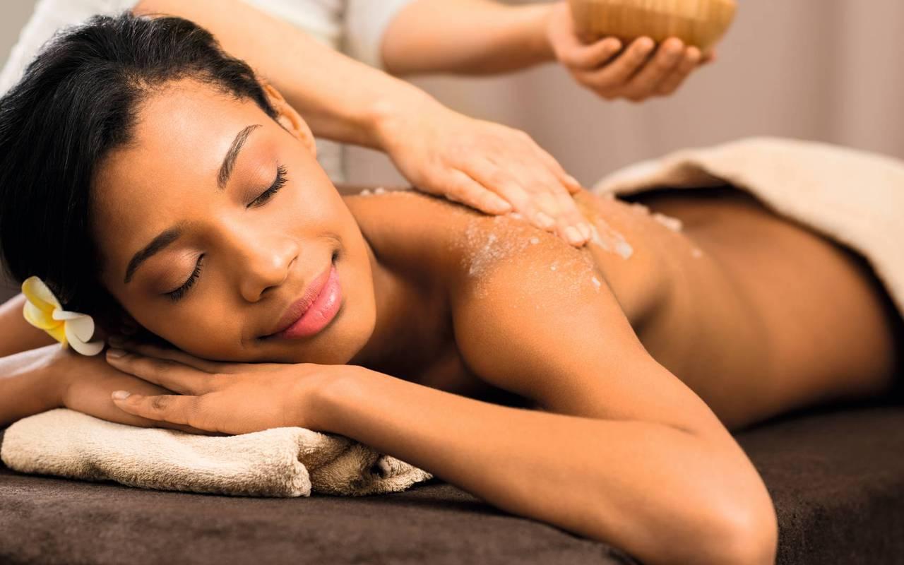 Woman getting a massage in our spa near Pézenas, in Château St Pierre de Serjac.