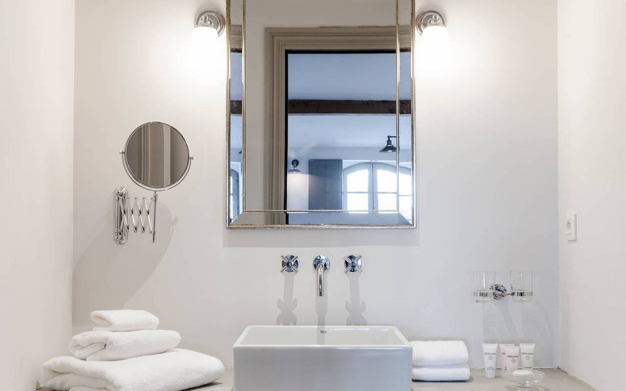View of the modern bathroom in one of our luxury self catering in Languedoc, Château St Pierre de Serjac.