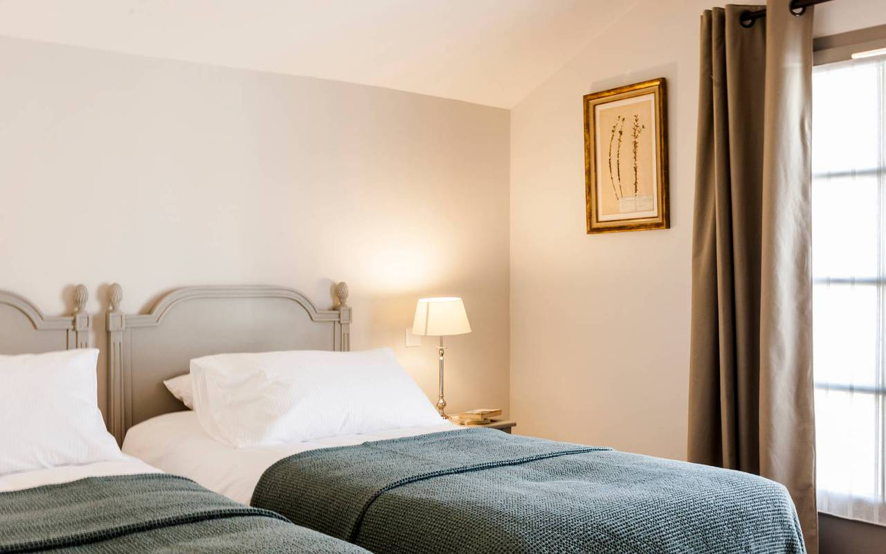 Room with twin beds in one of our luxury self catering in Languedoc, Château St Pierre de Serjac.