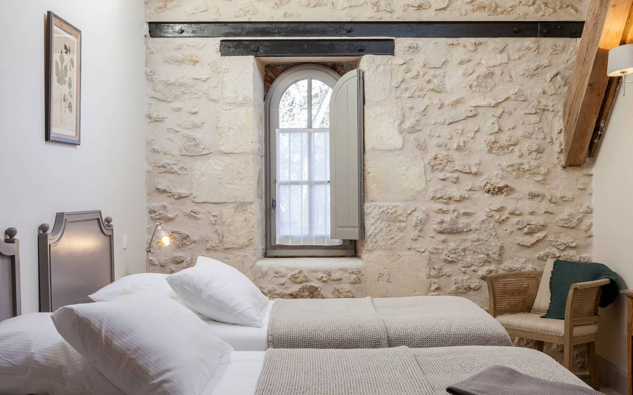 Bedroom with twin beds in one of our luxury self catering in Languedoc, Château St Pierre de Serjac.