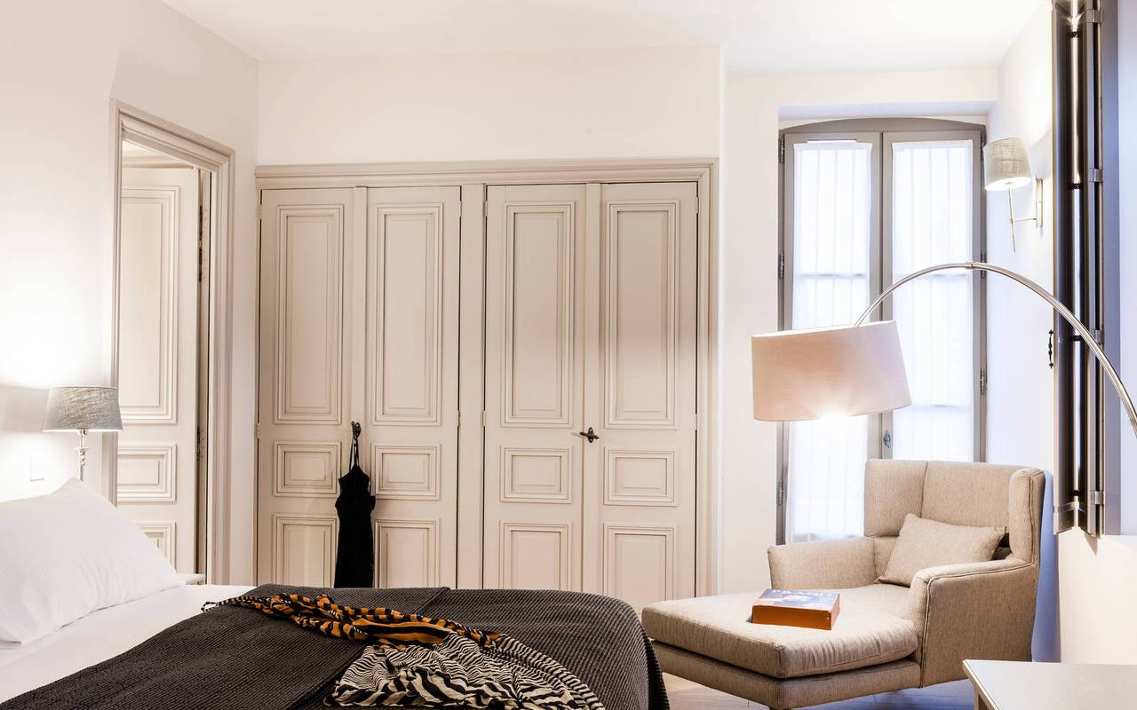 Spacious room with armchair in one of our luxury self catering in Languedoc, Château St Pierre de Serjac.
