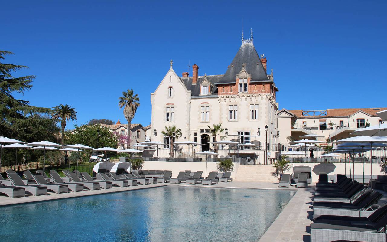 Outside view with the pool of the Château St Pierre de Serjac, Languedoc holiday home