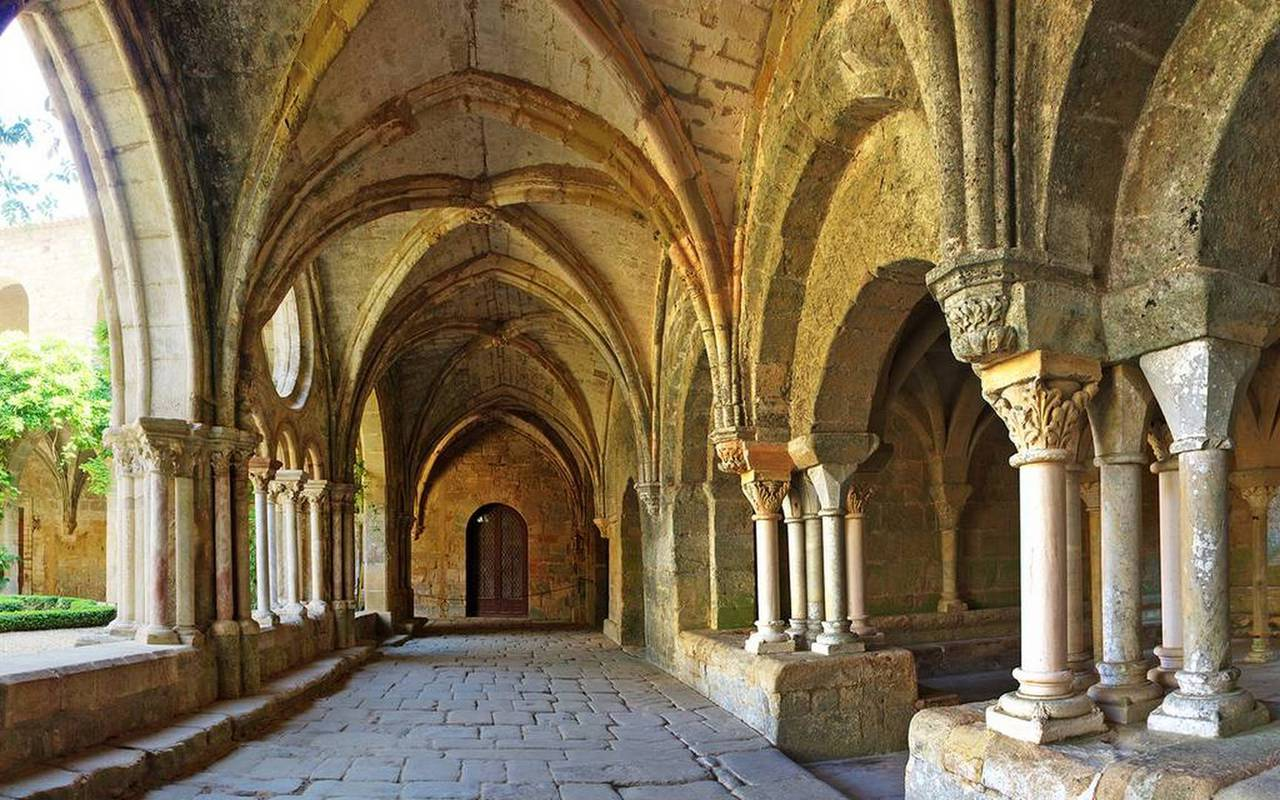 Abbaye de Fontfroide, weekend in the south of France, Château de Serjac.