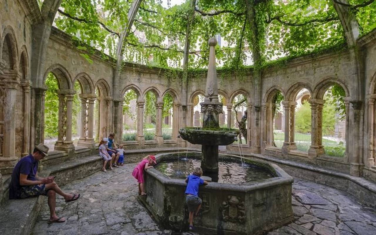 Fountain of the abbey of Valmagne, weekend in Languedoc in Château de Serjac.