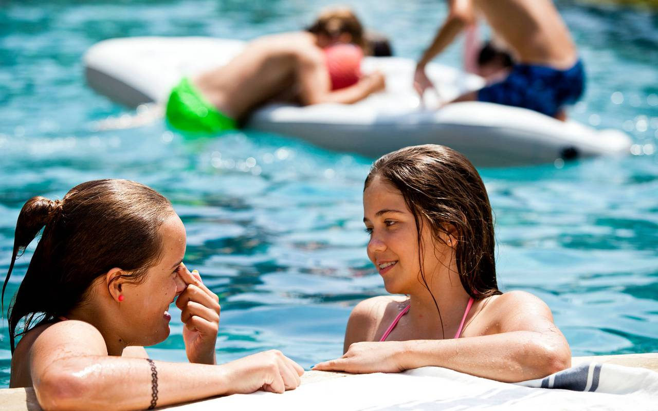Girls in the pool of the Château de Serjac, a holiday lettings in the south of France