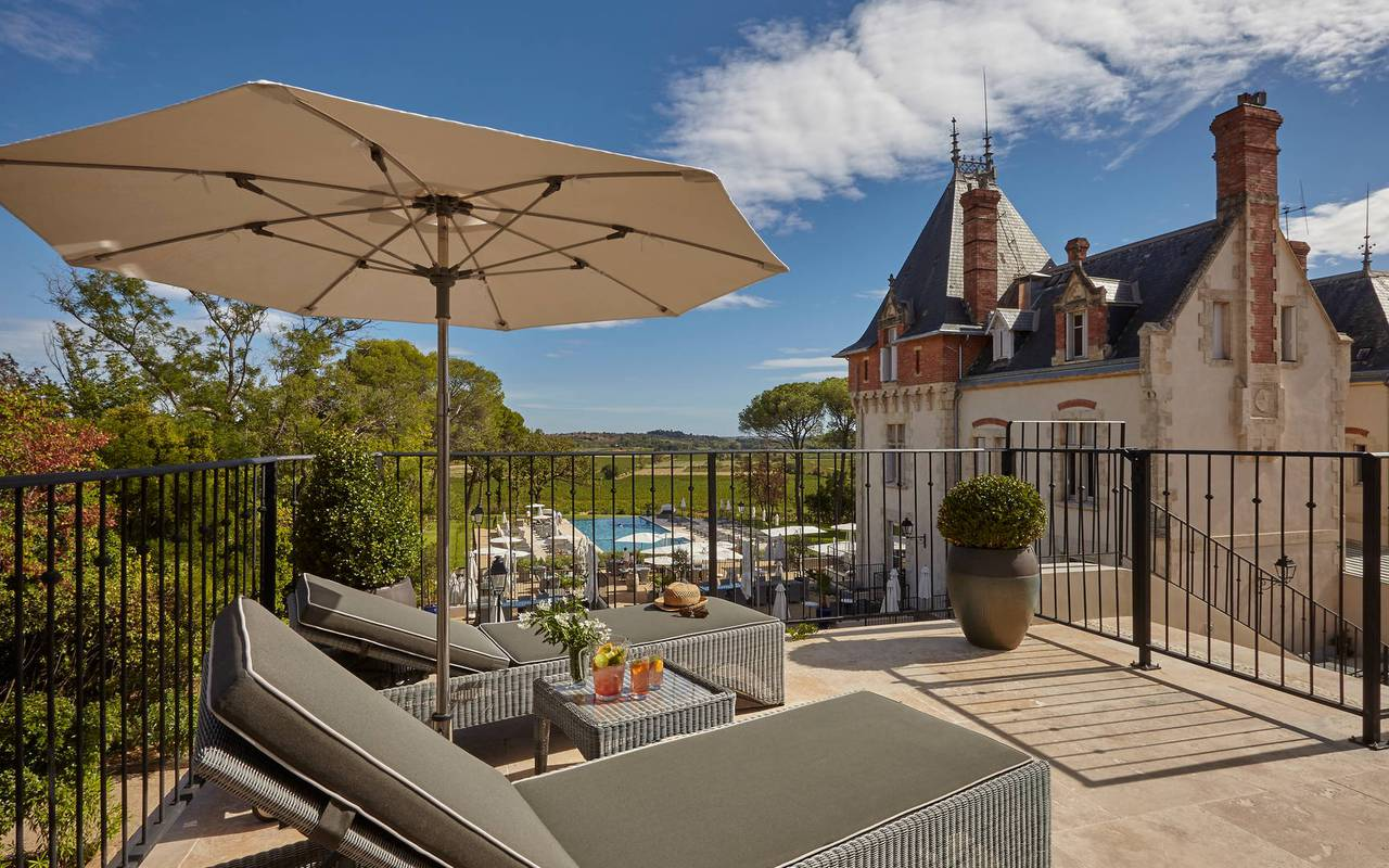 balcony with view over the park of one of the best place to stay in Languedoc Roussillon, le Château de Serjac.