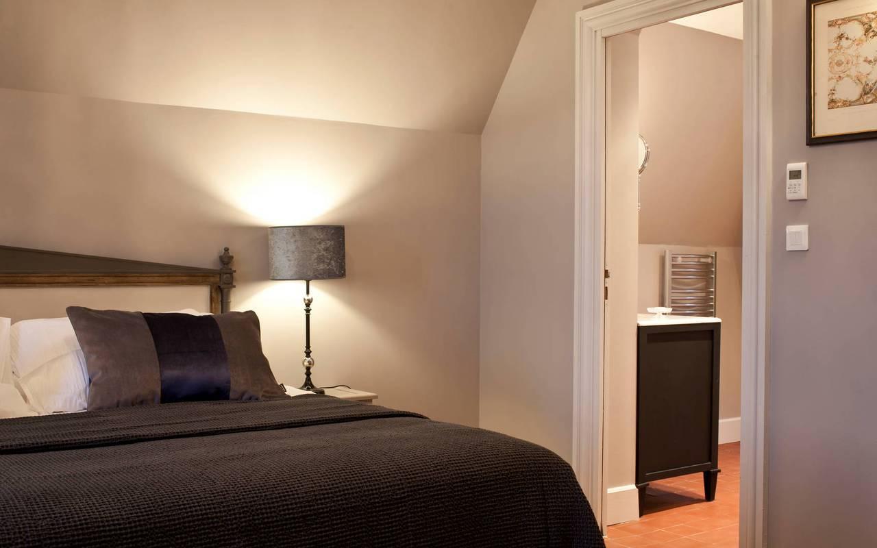 Vue de la chambre standard, dans notre hôtel de charme près de Béziers, le Château de Serjac.