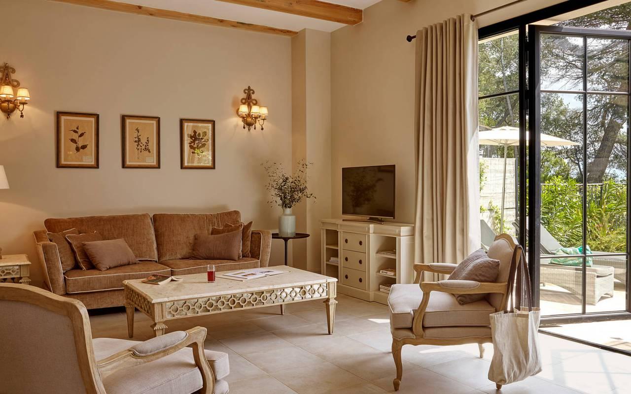 Grand salon de La Maison des Vignerons, location de villa dans l'Hérault, Château St Pierre de Serjac.