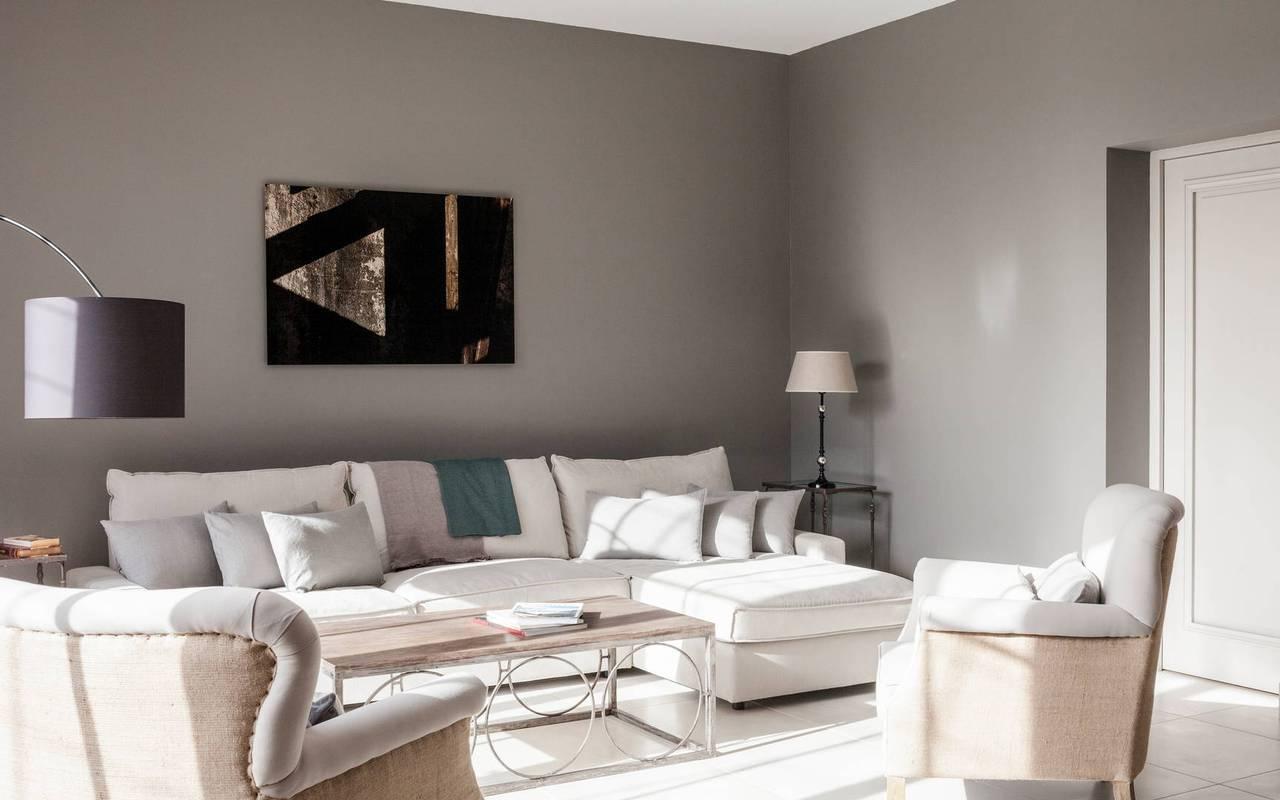 Salon moderne dans nos locations de villa près de Béziers, Château St Pierre de Serjac.
