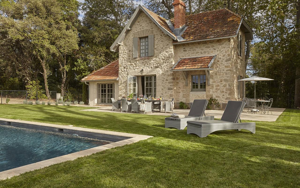 Villa privée traditionnelle avec piscine, dans notre hôtel spa à Pezenas, Château St Pierre de Serjac.