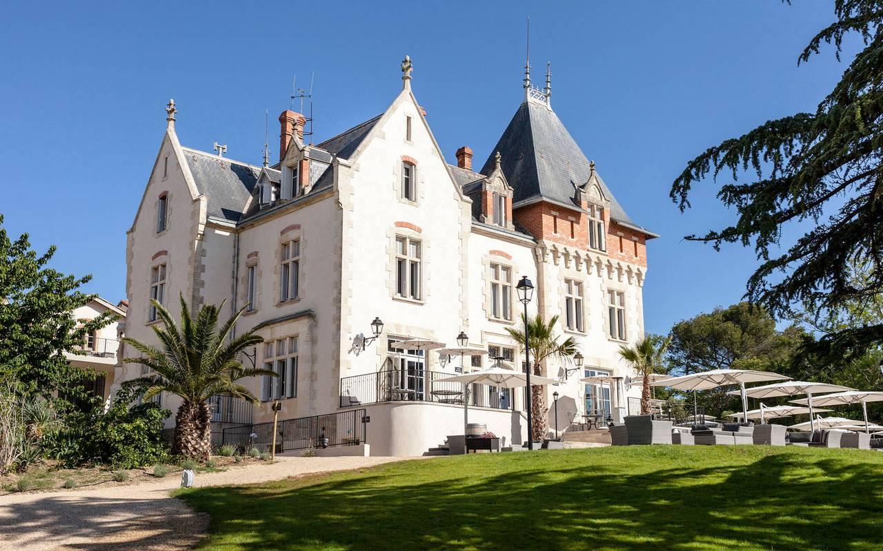 Extérieur du Château de Serjac, pour un séjour insolite dans l'Hérault.