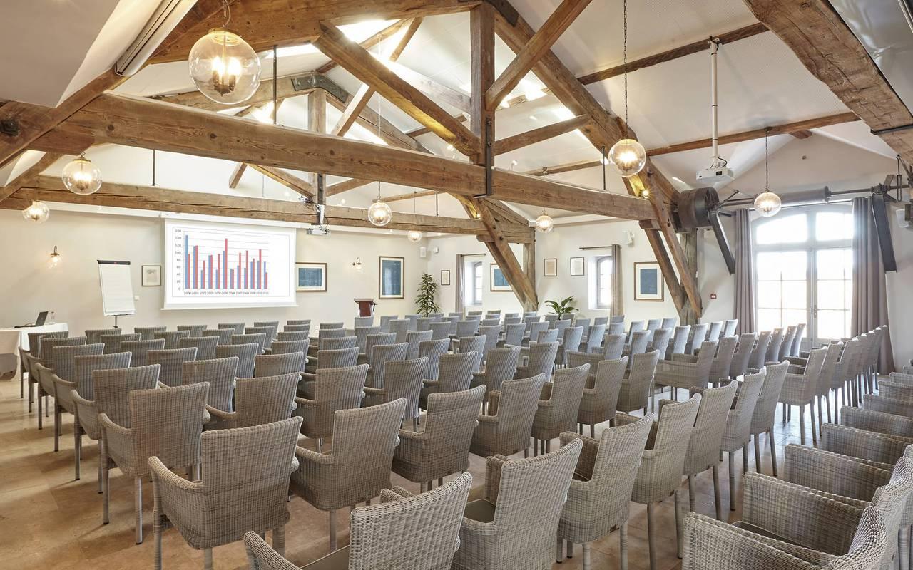 Grande salle de réception pour un séminaire dans l'Hérault, au Château de Serjac.