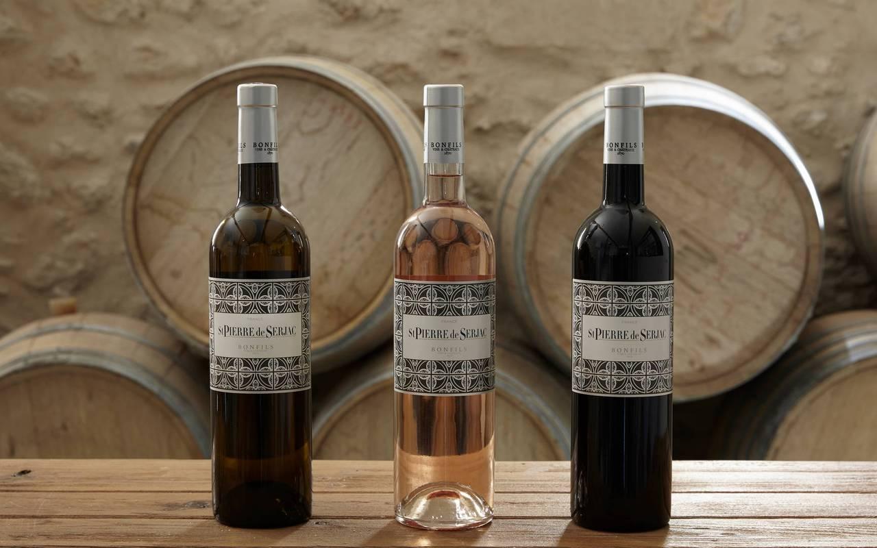 Bouteilles de vin du Domaine de St Pierre de Serjac, domaine et hôtel près de Béziers.